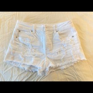 American Eagle white distressed jean shorts size 4